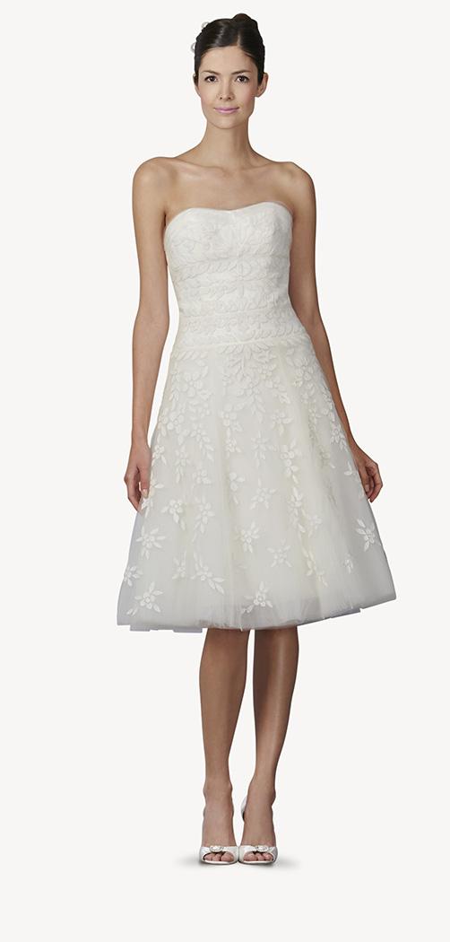 ¡Qué bonitos detalles tiene la tela de este vestido!
