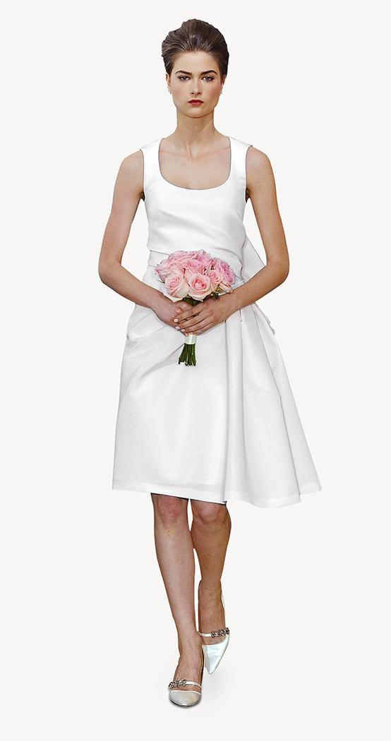 Vestido sencillo en cuanto a la tela utilizada pero original en su forma