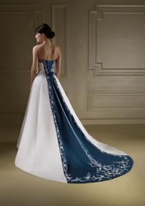 Motivo de novia blanco y azul