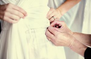 Puedes coser el Algo Viejo a tu vestido
