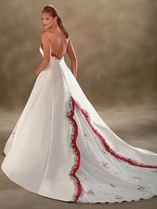 Vestido de novia con detalles en rojo