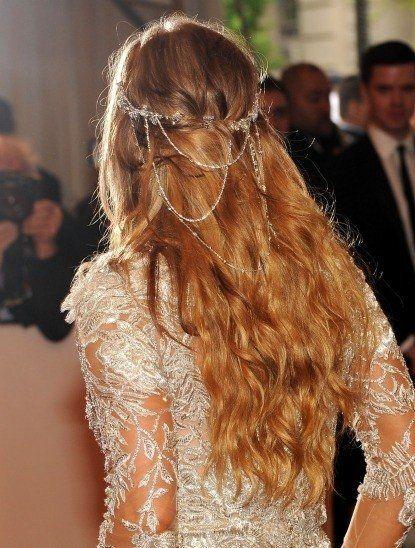Peinado de novia con cadena-joya