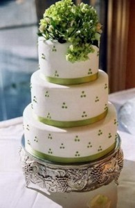 Tarta de boda con motivos en color verde