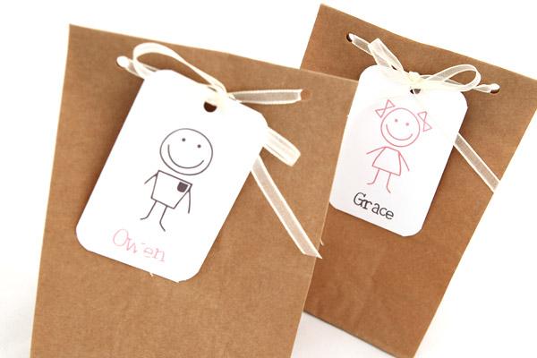 Bolsas kraft con etiquetas personalizadas