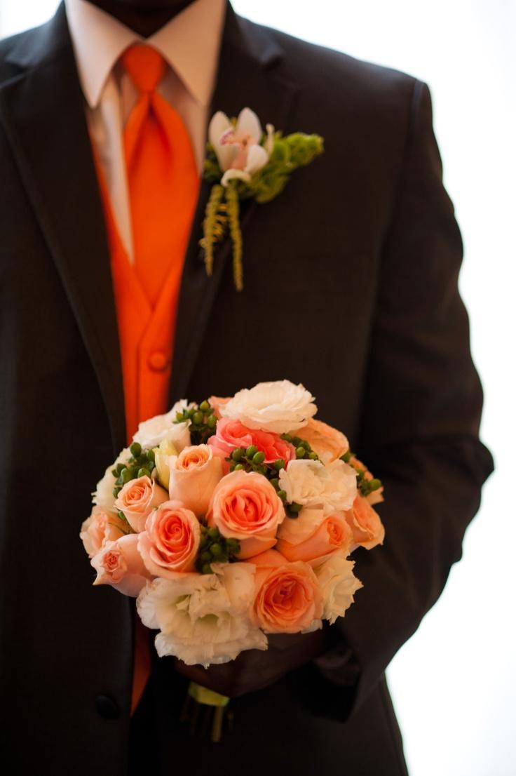 Tu boda en Color Naranja. Novio con detalles en color naranja