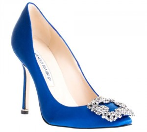 Modelo azul Manolo Blahnik